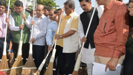 MUMBAI, DEC. 13 (GNI) As a part of Prime Minister Narendra Modi's Swacch Bharat Abhiyaan held by Dr Shri Nanasaheb Dharmadhikari Pratishthan Initiates India's biggest cleanliness drive in presence of Chief Minister of Maharashtra Devendra Fadnavis along with Minister Deepak Kesrakar , Bollywood Director Subhash Ghai, Kishor Dharia, Sachin dada Dharmadhikari, Rahul Dada Dharmadhikari , Umesh, Dada Dharmadhikari and family were also present at the occasion, in Mumbai, on Sunday.  photo by  Sumant Gajinkar (GNI)