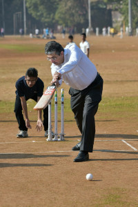 MUMBAI, (GNI): Uday Kotak, EVC & MD, Kotak Mahindra Bank plays a friendly cricket match with visually challenged cricketers of Maharashtra team, on the occasion of announcing the dates of the National Blind Cricket Tournament scheduled in Mumbai from Jan 11-13, which is being organized by Blind Welfare Organisation, in Mumbai - photo by GNI