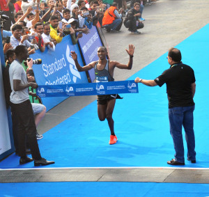 MUKBAI, (GNI): Tanzania's Alphonce Simbu crosses the finish line in 2.09.32 seconds to win the overall men's title at the Standard Chartered Mumbai Marathon, 2017 on Sunday - photo by GNI