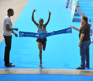 MUMBAI, (GNI): Kenya's Bornes Kitur crosses the finish line in 2.29.02 seconds to win the overall women's title at the Standard Chartered Mumbai Marathon, 2017 on Sunday - photo by GNI
