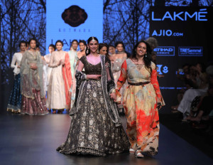 Showstopper Aditi Rao Hydri for KOTWARA at LFW SR 17