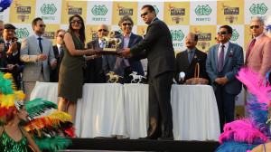 The winners recieving the trophy from Mr. Shekhar Ramamurthy, MD- United Breweries Limited
