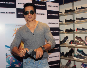 MUMBAI, (GNI): Skechers with bollywood actor Sonu Sood launched their latest collection Go Flex walk, in Mumbai on wednesday -photo by GNI