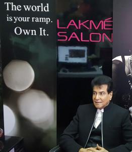 MUMBAI, (GNI): Actor Jeetendra inaugrating a new Lakme Salon in Malad (W) in Mumbai - photo by GNI