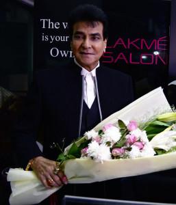 MUMBAI, (GNI): Actor Jeetendra inaugrating a new Lakme Salon in Malad (W), in Mumbai - photo by GNI