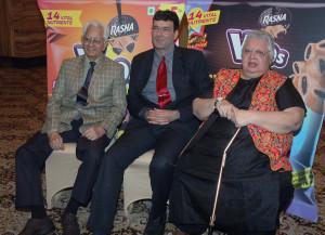 MUMBAI, (GNI): Bollywood Actors Ram Sethi, also popularly known as Pyarelal with Daisy Irani and Piruz Khambatta, CMD of Rasna Pvt Ltd during launch Rasna New Ad campaign in Mumbai on Thursday photo by Sumant Gajinkar
