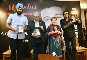 MUMBAI, (GNI): Left to Right, Satyajit Sarna - The author of The Angel's Share, Cmde Arun Kumar (retd), Ms Deepa Kumar and Arnab Goswami, in Mumbai - photo by GNI