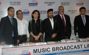MUMBAI, (GNI): R K Agarwal/CFO, Apurva Purohit/Director, Shailesh Gupta/Director, Abraham Thomas/CEO, Ajay Saraf, ICICI, during the announcement of Music Broadcast Ltd, IPO at Hotel Trident, in Mumbai on Monday - Photo by Sumant Gajinkar
