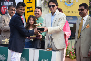 MUMBAI, (GNI): Ness Wadia, MD, The Wadia Group, Presenting the C.N. Wadia  Gold Cup to the Winner A. Sandesh in Mumbai - Photo by GNI