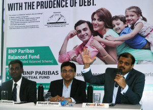 MUMBAI, (GNI): L-R: Karthikraj Lakshmanan, Senior Equities fund Manager, Sharad Sharma, CEO, BNP Paribas Mutual Fund, Anand Shah, Dy. CEO & CIO, BNP Paribas Mutual Fund, announced the launch of BNP Paribas Balanced Fund, in Mumbai on Thurday - Photo by Sumant Gajinkar