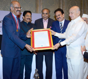 MUMBAI, (GNI): Renowned gastroenterologist and Chairman of Asian Institute of Gastroenterology Hyderabad Dr D. Nageshwar Reddy was conferred the prestigious Dhanwantari Award by the hands of Maharashtra Governor Ch Vidyasagar Rao, in Mumbai on Sunday - Photo by Sumant Gajinkar