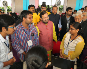 MUMBAI, (GNI): Minister of HRD Prakash Javadekarji interacting with the students participating in the Smart Hackathon 2017 at Prin L.N. Welingkar Institute of Management Development & Research (WeSchool) in Mumbai - Photo by Sumant Gajinkar
