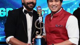 Winner of Indian Idol 9 LV Revanth with Sachin Tendulkar