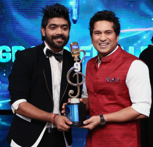 Winner of Indian Idol 9 LV Revanth with Sachin Tendulkar