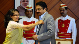 MUMBAI, (GNI): Director General of Shipping Dr Malini Shankar pinned a miniature flag of the Merchant Navy on the wearing apparel of the Governor on this occasion at Raj Bhavan in Mumbai - Photo by Sumant Gajinkar