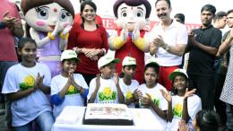 Bheem cuts his cake with Chutki, Mickey Mehta, Shaina NC & kids