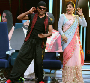 MUMBAI, (GNI): Sunil Grover as Akshay Kumar &  Raveena Tandon relive Tu Cheez Badi Hai Mast on SBK, in Mumbai