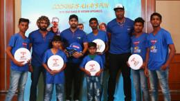 MUMBAI, (GNI):  Kieron Pollard, Rohit Sharma and Lasith Malinga of Mumbai Indians team with Frisbee players who are part of Usha International's 'skill to play sports development program' from Mumbai - Photo by GNI