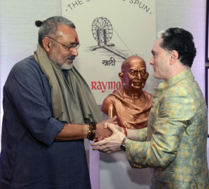 MUMBAI, (GNI): Giriraj Singh, Minister of State for MSME along with Gautam Hari  Singhania, Chairman & Managing Director – Raymond Limited launched India's first branded Khadi label - 'Khadi by Raymond' at a grand event in Mumbai - photo by GNI