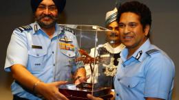 NEW DELHI, (GNI): Sachin Tenudlakar and Air Chief Marshal BS Dhanoa PVSM AVSM YSM VM ADC, Chief of the Air Staff, IAF and Smt. Kamalpreet Dhanoa President, AFWWA, in Delhi - Photo by GNI