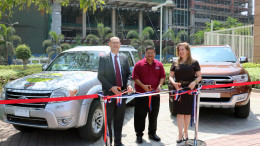 "MUMBAI, (GNI): Greg Taevs, Principal Commercial Officer at the U.S. Consulate General Mumbai, Heidi Hattenbach, Information Officer for the U.S. Consulate General in Mumbai, and Ahmedabad-based Indian management consultant Jagat Shah jointly launched the ""Mentor on Road – United States"" initiative in Mumbai - Photo by GNI"