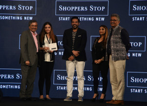 MUMBAI, (GNI): L-R Mr. Govind Shrikhande (MD - Shoppers Stop Ltd.), one of the Designer of the Year winner, Ms. Chitra Lal, Mr. Rocky S, Ms. Falguni Peacock and Mr. B S Nagesh (Vice Chairman - Shoppers Stop Ltd.), at the grand finale of the Shoppers Stop Designer of the Year Awards 2017 in Mumbai - Photo by GNI