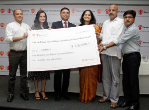 MUMBAI, (GNI): L to R:  Thomas Chandy CEO Save the Children, Dia Mirza, A Vaidheesh VP South Asia & MD GSK presenting the cheque to Dr Aparna Hegde Founder Armman on winning the Health Innovation Award organised by GSK in Mumbai - photo by GNI