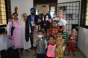 MUMBAI, (GNI): Cricketer Brett Lee & wife, with Usha Banerji - CEO of St. Jude's India ChildCare Centre Randeep Singh Jauhar, VC to promote the organization's music therapy efforts.in Mumbai - photo by GNI