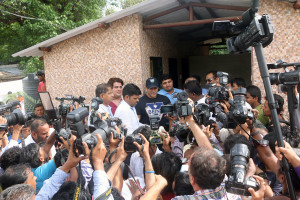 MUMBAI, (GNI): Rahul Kanal - Chairman, I Love Mumbai, Salman Khan and Ajoy H Mehta BMC Commissioner being besieged by the media at  handing over of the Public UtilityToilet at Madraspada, Aarey Milk Colony in Mumbai - Photo by GNI