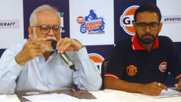 MUMBAI, (GNI): L-R : SHRIKANT KARANI MD, SPORTSCRAFT WITH RAVI CHAWLA MD, GULF OIL AT THE 28TH EDITION ANNOUNCEMENT PRESS MEET OF 'GULF MONSOON SCOOTER RALLY'TO BE HELD IN NAVI MUMBAI ON JULY 1-2 – Photo by Sumant Gajinkar