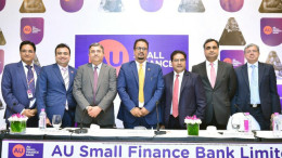 MUMBAI, (GNI): (L-R): Deepak Jain (Chief Financial Officer, AU Small Finance Bank Limited), Uttam Tibrewal (Executive Director, AU Small Finance Bank Limited), Kaizad Bharucha (HDFC Bank Limited), Sanjay Agarwal (MD & CEO, AU Small Finance Bank Limited), Raamdeo Agarwal (Motilal Oswal Investment Advisors Limited), Ravi Kapoor (Citigroup Global Markets India) and Mridul Mehta (ICICI Securities Limited) at the press conference of AU Small Finance Bank during IPO press conference in Mumbai - Photo by Sumant Gajinkar