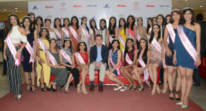 THANE, mAHARASHTRA, (GNI): Thomas Archer Bata, Global CMO and fourth generation of the founder family visited Bata Store in Viviana Mall, Thane (W), along with 30 state winners of fbb Colors Femina Miss India 2017 to share their style tips and trends with young customers, in Tahne - Photo by Sumant Gajinkar