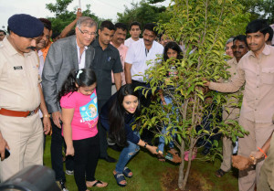 MUMBAI, (GNI): With the objective to preserve and promote the environment, NAREDCO Maharashtra initiated a tree plantation and conservation drive. The initiative was inaugurated by Smt. AmrutaFadnavis, better half of Maharashtra Chief Minister DevendraFadnavis, in Mumbai - photo by Sumant Gajinkar