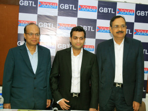 MUMBAI, (GNI): L-R: Rajendra Agarwal, MD, Rahul Rajendra Agarwal, Director, of Donear Group, S. Krishnamoorthy,MD, GTBL, during press conference of Donear Group has announced acquisition of Grasim Bhiwani Textile Limited, the Poly-Viscose Suiting Fabrics subsidiary of Grasim Industries, at Press Club, in Mumbai on Tuesday - Photo by GNI