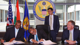 WASHINGTON, (GNI): Dev Jagadesan, Overseas Private Investment Corporation Acting President and Chief Executive Officer, and Arun Agrawal, YES BANK Group President and Global Head International and Institutional Banking, sign a loan agreement totaling $75 million to support small and medium businesses in India. Mitesh Sanghvi, YES BANK Group Executive Vice President and Regional Head, Europe and Americas, and Thomas D. McCaffery, Wells Fargo Bank Executive Vice President, officiated at the ceremony - PHOTO BY GNI
