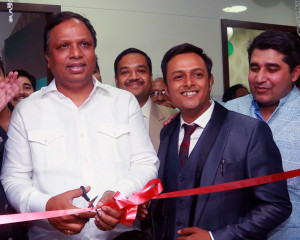 MUMBAI, (GNI): L to R- Ashish Shelar President Mumbai BJP inaugurating Healing hands clinic with Dr. Ashwin Porwal, Founder- Healing Hands Clinic, at Malabar Hill, in Mumbai - photo by GNI