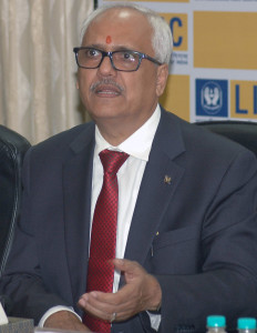 MUMBAI, (GNI): V K Sharma, Chairman of LIC , addressing the media to announce the Insurance claims of the Victims of recent floods in the States of Assam and Gujarat, in Mumbai on Friday - photo by Sumant Gajinkar