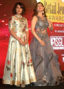 MUMBAI, (GNI): Actors Sangeeta Bijlani with Richa Chadda during the Gemfields Retail Jeweller India awards event in Mumbai on Saturday evening - Photo by Sumant Gajinkar