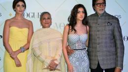 MUMBAI, (GNI): Vogue India's August Cover Stars and Winners of Ageless Beauty Shweta Bachchan Nanda, Jaya Bachchan, Navya Naveli Nanda with Amitabh Bachchan at the Vogue Beauty Awards 2017, held in Mumbai - photo by Sumant Gajinkar