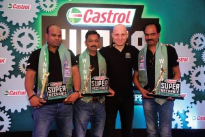 Mr. Omer Dormen, MD, Castrol India Ltd with Castrol Super Mechanic-India Winners-1