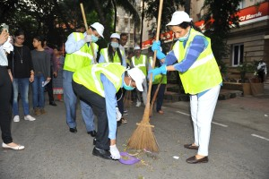 Ms. Chanda Kochhar, MD & CEO, ICICI Bank takes part in SwachhataHiSeva campaign on Monday in Mumbai
