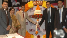 Mumbai : Nirmal Jain, Founder & Chairman of IIFL Group (R) with Prakarsh Gagdani, CEO of 5Paisa.com (L) at the Listing ceremony of 5Paisa Capital Ltd at National Stock Exchange in Mumbai on Thursday. Photo Girish Srivastav/16.11.2017