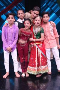 Contestants with Deepika Padukone at Super Dancer Chapter 2
