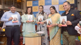 2. Harsha Bhatkal, Asha Khatau, Amruta Fadnavis, Anuradha Paudwal, Chef. Vicky Ratnani during the Book Launch The Best of Epicure's NOUVELLE INDIAN CUISINE by ASha Khatau KPP_5244