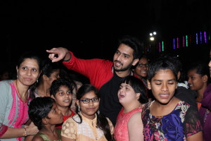Armaan Malik celebrating Christmas with Special Kids (6)