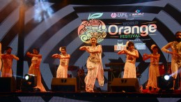 Sonali Kulkarni presenting her famous show 'White Lily & Night Rider' on the closing ceremony of World Orange Festival-1