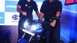 (L-R) - Mr Sumeet Narang, VP, Marketing, & Mr. Eric Vas, President - Motorcycle Business, Bajaj Auto, at the launch of new Discovers 110 & 125-1