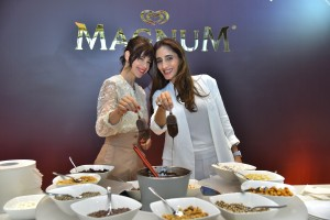 Kalki Koechlin and Farah Khan at the MagnumXFarahKhan event_Dipping Bar