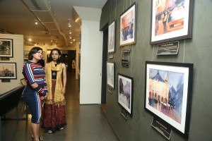 Sai Priya(R) attends to Devita Saraf(L) at her art exhibition 'The Sound of Color'-3840x5760