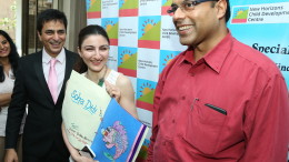Soha Ali Khan with a card made by children with Dr. Vishal Beri , CEO Hinduja Healthcare Surgical & Dr. Sameer Dalvai